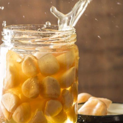 Comment faire de l'ail fermenté au miel