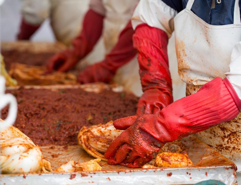 Préparation collective de kimchi (kimjang)