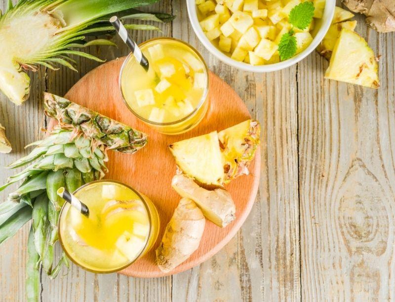 Bière d'ananas (tepache) maison dans des verres